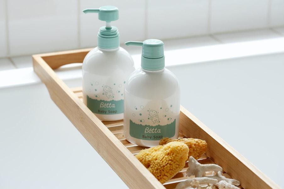 洗う Bétta Baby soap + 海綿