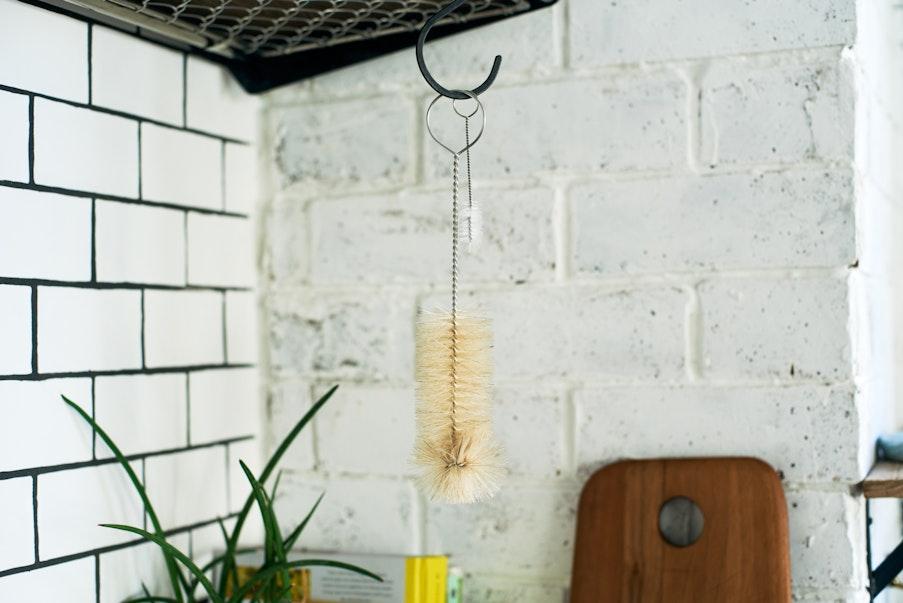 専用のブラシは吊るし干しがオススメ