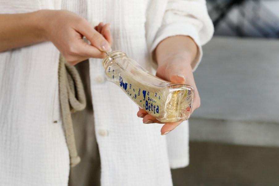 白馬毛がカーブしたボトルの隅々まで汚れをキャッチしてすっきり洗浄