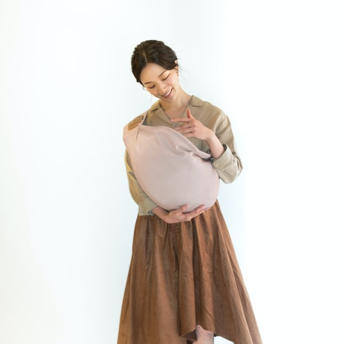 プレーンカラー スモーキーピンク着用イメージ コーディネート